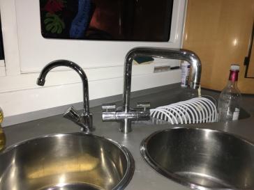 1robinet eau de mer+1 robinet eau douce